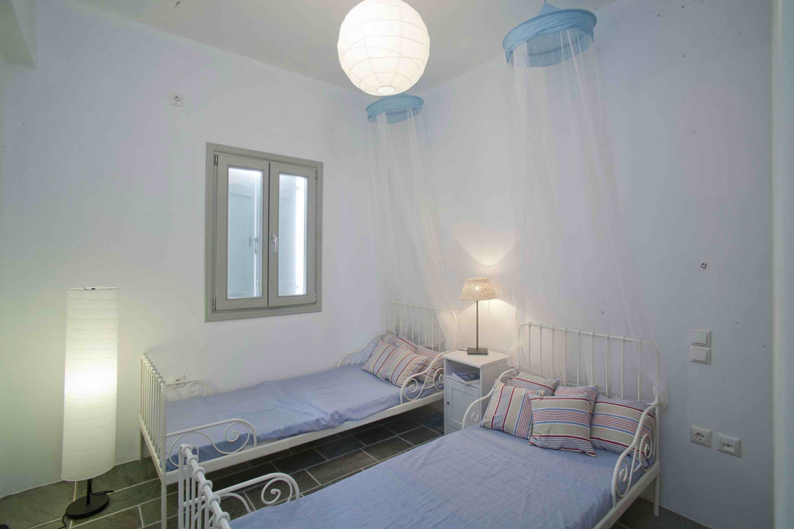 Click to enlarge image SIfnos2_childrens_room.jpg